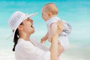 Mutter mit Baby, Babyölallergie